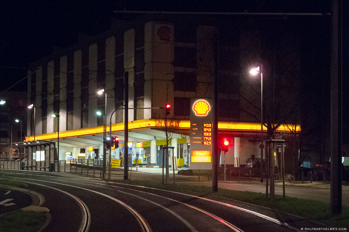 269-shell-filling-station-frankfurt