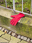 302-lost-glove-frankfurt-th