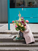 357-flowers-woman-frankfurt-th