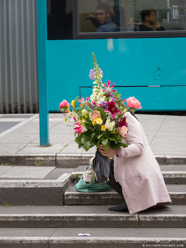 357-flowers-woman-frankfurt
